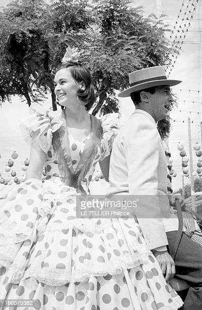 Louis Miguel Dominguín And Lucia Bose At The Feira In Sevilla En Espagne lors de la feria de Seville le toréador Louis Miguel DOMINGUIN en compagnie...