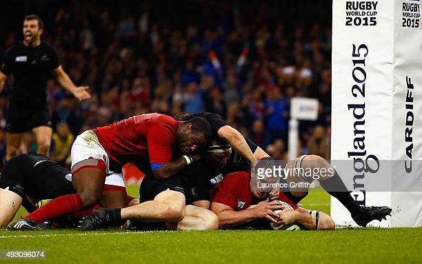 Louis Picamoles of France scores his side's first try during the 2015 Rugby World Cup Quarter Final match between New Zealand and France at the...