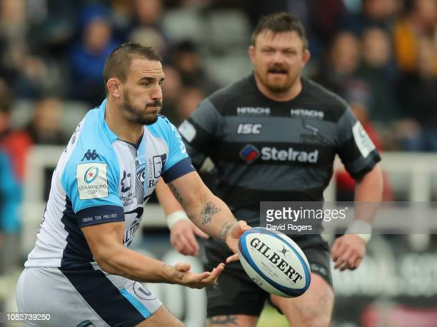 Louis Picamoles of Montpellier passes the ball during the Champions Cup match between Newcastle Falcons and Montpellier Herault Rugby at Kingston...