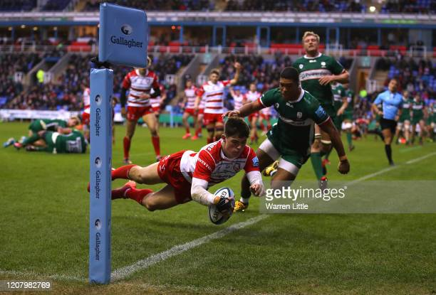 Louis Rees Zammitt of Gloucester scores a try during the Gallagher Premiership Rugby match between London Irish and Gloucester Rugby at on February...
