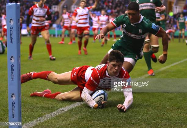 Louis Rees -Zammitt of Gloucester scores a try during the Gallagher Premiership Rugby match between London Irish and Gloucester Rugby at on February...