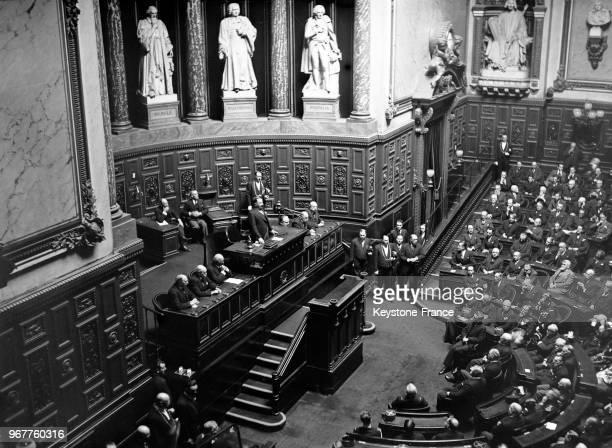 Louis Rollin ministre des Colonies prononçant un discours au Sénat à Paris France le 13 avril 1935