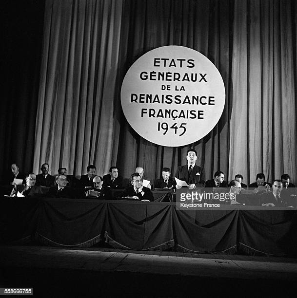 Louis Saillant photographié pendant son discours au Palais de Chaillot à Paris France en juillet 1945