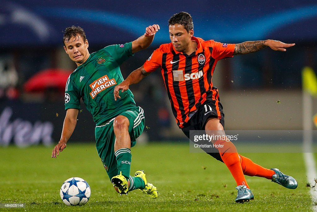 Louis Schaub of Vienna (L) competes for the ball with Marlos of Donetsk during the UEFA Champions League: Qualifying Round Play Off First Leg match between SK Rapid Vienna and FC Shakhtar Donetsk on August 19, 2015 in Vienna, Austria.