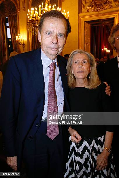 Louis Schweitzer and his wife Agnes attend Xavier Darcos receives 'L'Epee d'Academicien' in Paris on October 1 2014 in Paris France