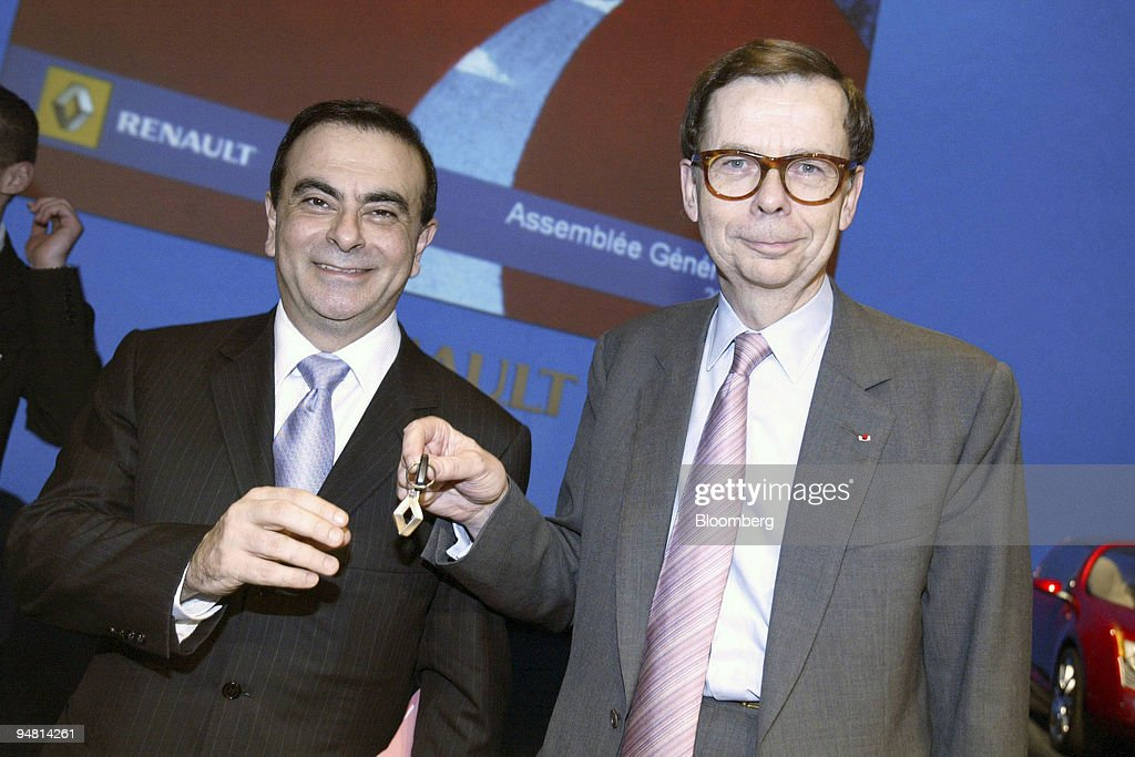 Louis Schweitzer, right, non-executive chairman of Renault, : News Photo