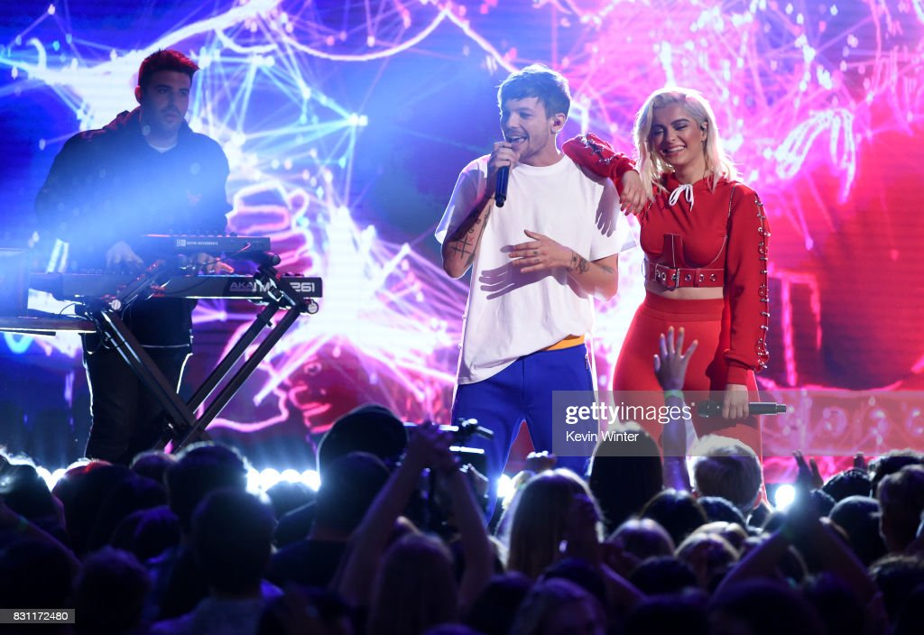 Louis Tomlinson (C) and Bebe Rexha perform onstage during the Teen Choice Awards 2017 at Galen Center on August 13, 2017 in Los Angeles, California.