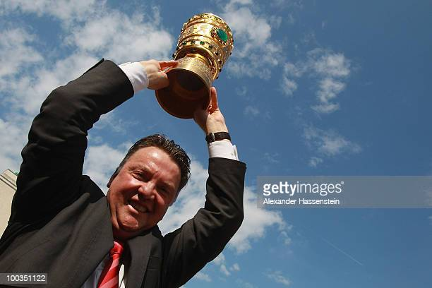 Louis van Gaal head coach of Bayern Muenchen celebrate with the German Cup trophy on May 23 2010 in Munich Germany The team returns from the UEFA...