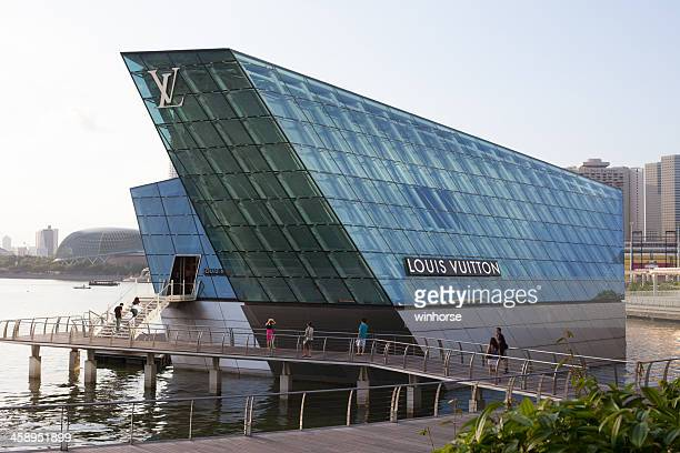 louis vuitton island maison in singapore - flagship store stock pictures, royalty-free photos & images