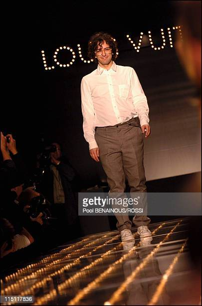 Louis Vuitton SpringSummer 2005 Readytowear Fashion show in Paris France on October 10 2004 Designer Marc Jacob