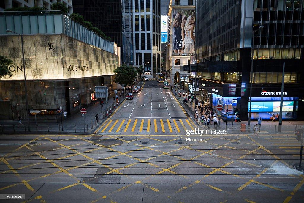 General Views Of Hong Kong As Hang Seng Index Pares Gains While China Stocks Fluctuate : News Photo