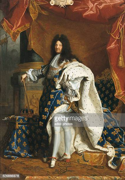 """""""Louis XIV, King of France in royal costume"""". Oil on canvas by Hyacinthe Rigaud . In 1701. Versailles, ch��teaux de Versailles et de Trianon."""