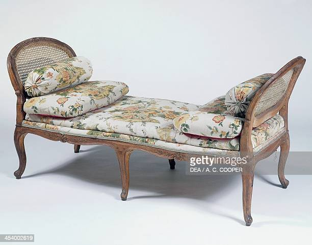 Louis XIV style beech wood daybed Sweden 18th century