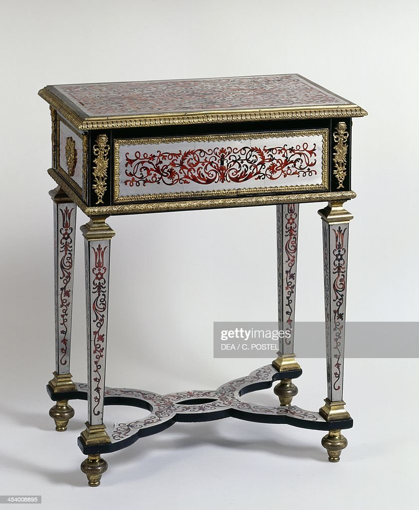Louis XIV style table : News Photo