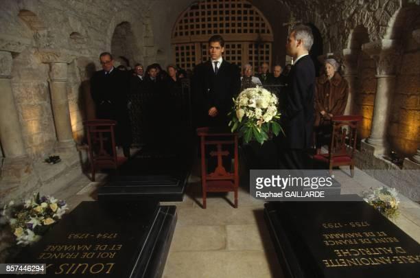 Louis XX Duc d'Anjou rend hommage a Louis XVI le jour du 200e anniversaire de sa mort a la basilique de SaintDenis le 21 janvier 1993 a SaintDenis...