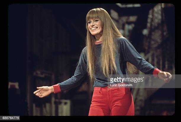Louise Lasser star of 1970s cult TV show Mary Hartman Mary Hartman smiles on stage This photo was taken while she was hosting the Saturday Night Live...