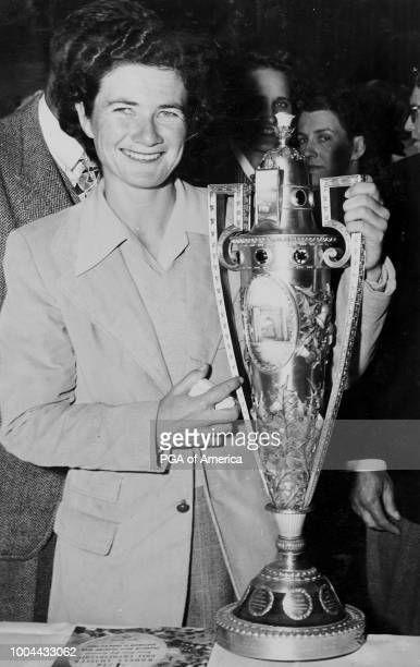 Louise Suggs poses with a trophy in 1948'n