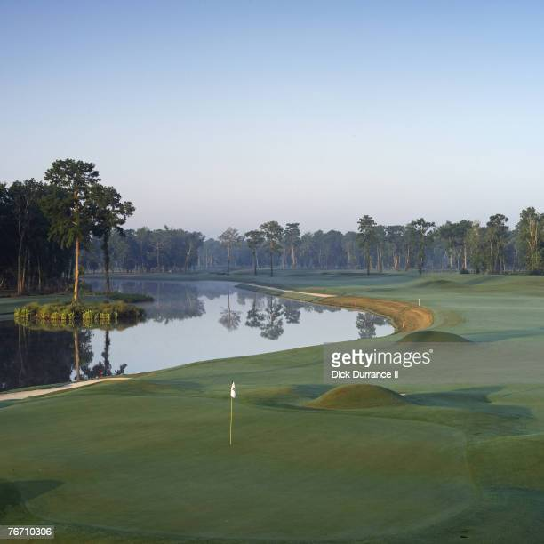 Louisiana Hole 604 yd par 5 Architect: Pete Dye PGA TOUR Player Consultants: Steve Elkington & Kelly Gibson