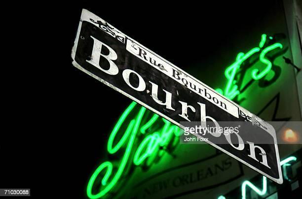 usa, louisiana, new orleans, bourbon street sign, low angle view  - ニューオリンズ バーボンストリート ストックフォトと画像