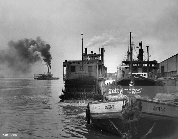 USA Louisiana New Orleans Mississippi paddle steamer entering the port of New Orleans 1938 Photographer Claude Jacoby Vintage property of ullstein...