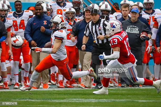 Louisiana Tech Bulldogs defensive back Le'Vander Liggins chases Illinois Fighting Illini wide receiver Mike Dudek during the Zaxby's Heart of Dallas...