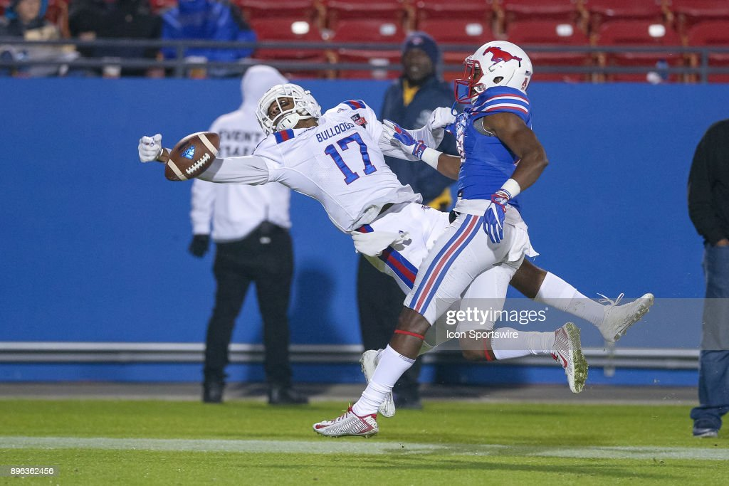 Louisiana Tech Bulldogs wide receiver DeJuawn Oliver (17) just misses making a one handed touchdown reception during the DXL Frisco Bowl game between the Louisiana Tech Bulldogs and SMU Mustangs on December 20, 2017 at Toyota Stadium in Frisco, TX.