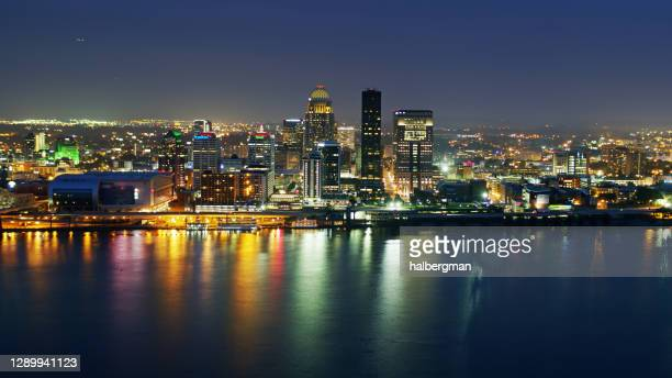 louisville at night reflecting in ohio river - louisville kentucky stock pictures, royalty-free photos & images