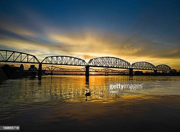 louisville bridges, ohio river - オハイオ川 ストックフォトと画像