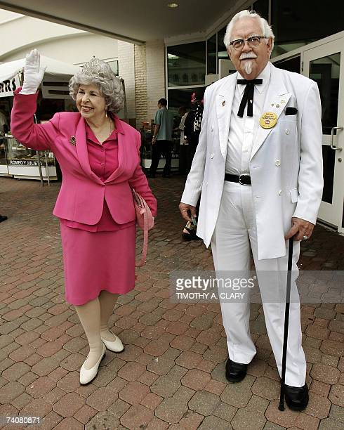 Colonel Sanders lookalike Colonel Bob Thompson and Queen Elizabeth lookalike Judy Gindy as they arrive 05 May 2007 at Churchill Downs in Louisville...