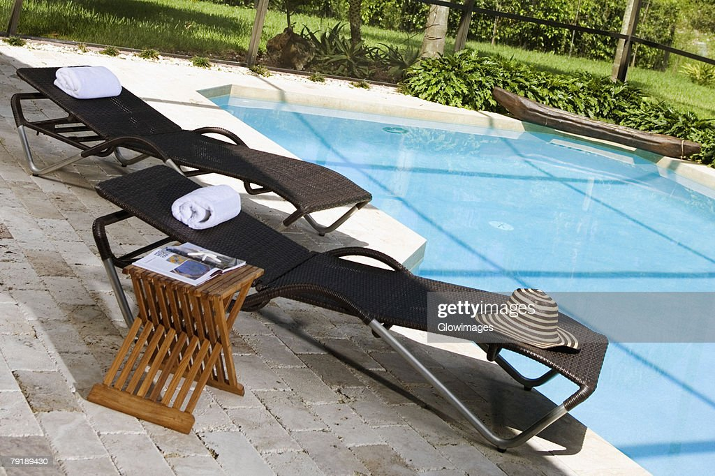 Lounge chairs at the poolside : Foto de stock