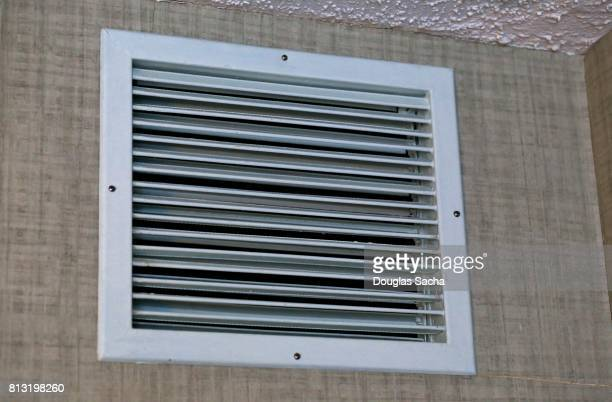 Louvered heating and cooling vent for indoor climate control