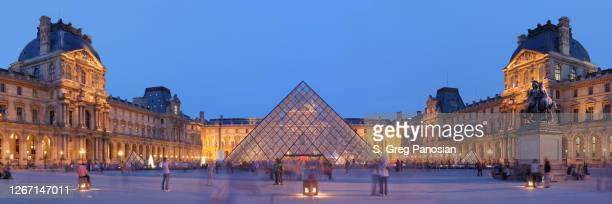 louvre museum - paris - louvre pyramid stock pictures, royalty-free photos & images