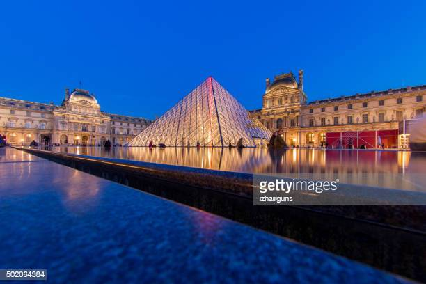 louvre museum paris - louvre pyramid stock pictures, royalty-free photos & images