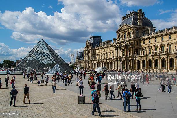 louvre museum tourist - musee du louvre stock pictures, royalty-free photos & images