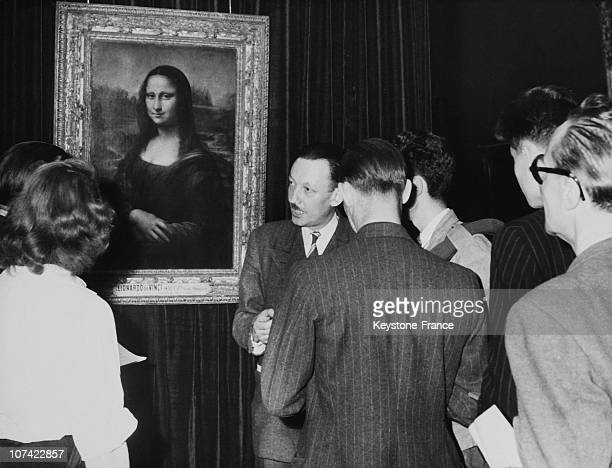 Louvre Museum Tourists Admiring Mona Lisa In Paris