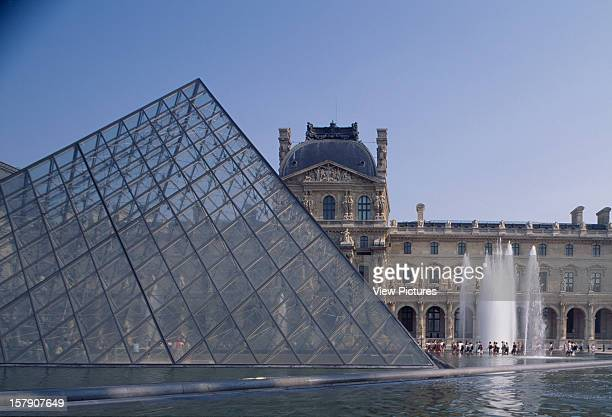Louvre Paris France Architect I M Pei Partners Louvre General View With Pyramid And Fountains