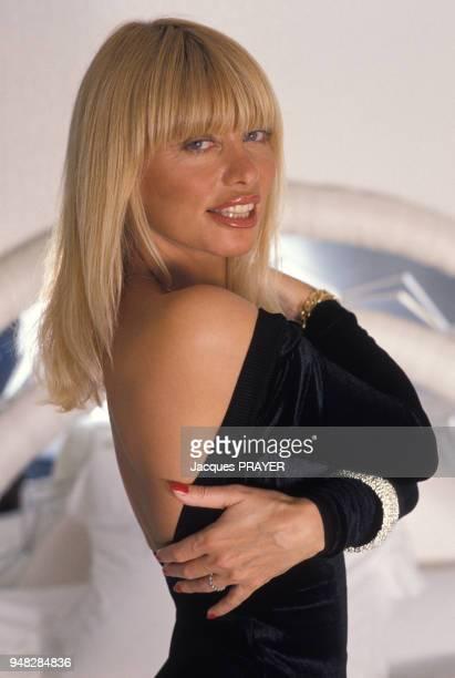 Lova Moor tourne le clip de sa chanson 'Et je danse' en décembre 1988 en France.