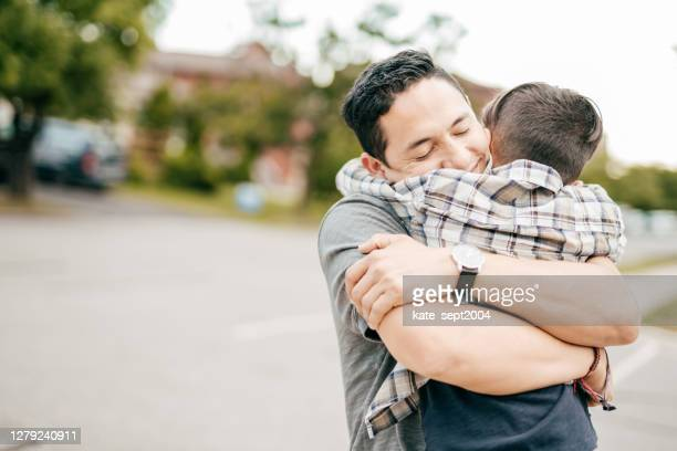 love and compassion - emotional support stock pictures, royalty-free photos & images