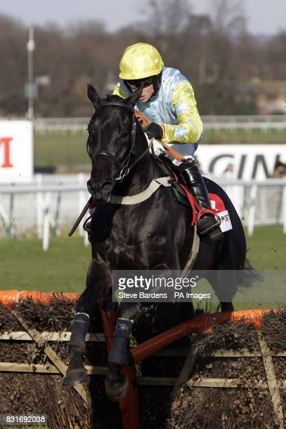 Love Angel ridden by Samuel Thomas during the RP Sport No1 for Sports Betting Adonis Juvenille Novice's Hurdle Race Sandown Park Surrey UK 25/2/06