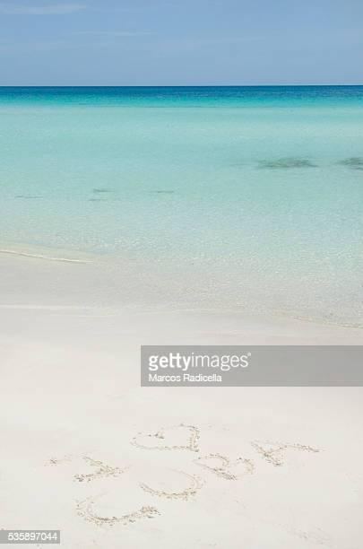 i love cuba, written in the beach. - radicella bildbanksfoton och bilder
