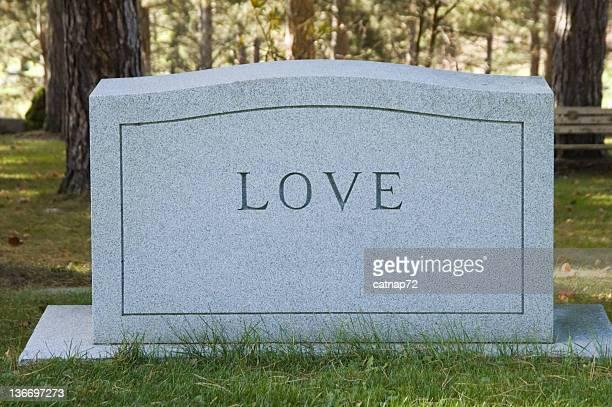amor headstone no cemitério - acabando - fotografias e filmes do acervo