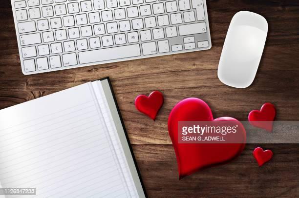 love heart desk - コンピュータハードウェア ストックフォトと画像