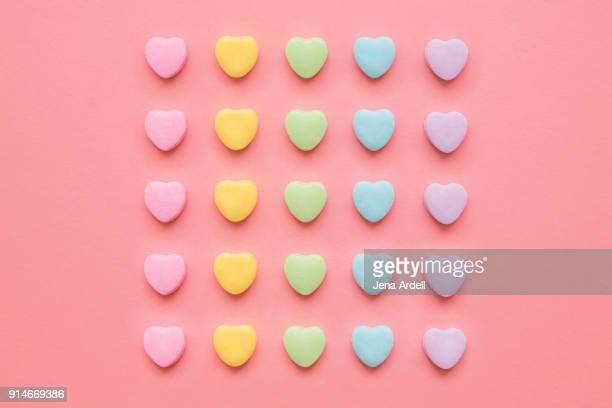 love hearts background valentine's day background with rainbow candy hearts - weiblichkeit stock-fotos und bilder