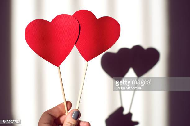 love. human hand holding two red paper hearts - i love you photos et images de collection