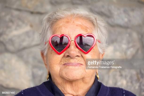 love in the elderly - antiek toestand stockfoto's en -beelden