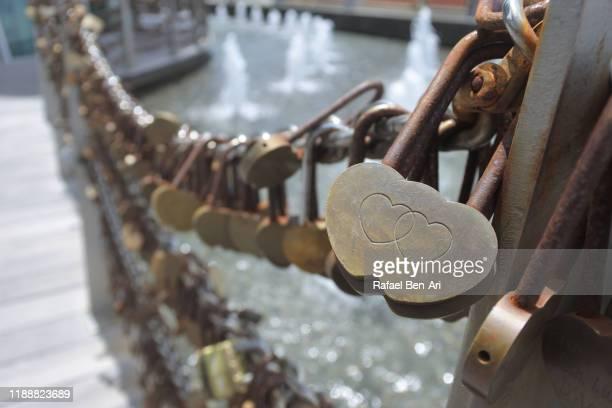 love locker hanged on a fence - rafael ben ari stock-fotos und bilder