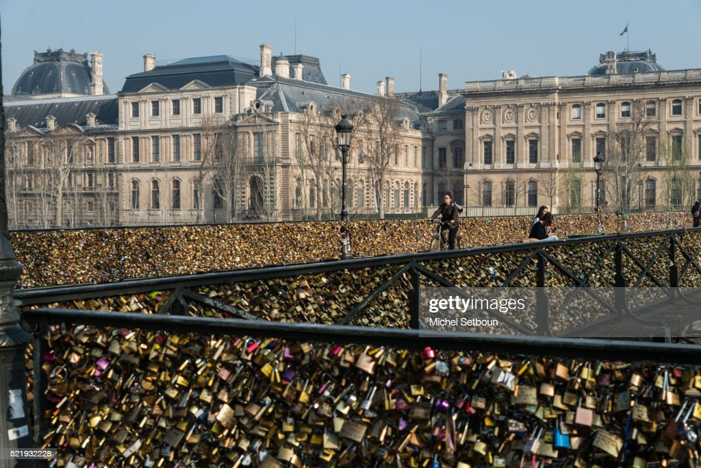 Love locks on the pont des Arts on the Seine river : Stock Photo