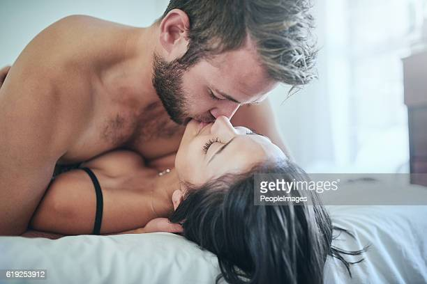love made me do it - erotische stockfoto's en -beelden