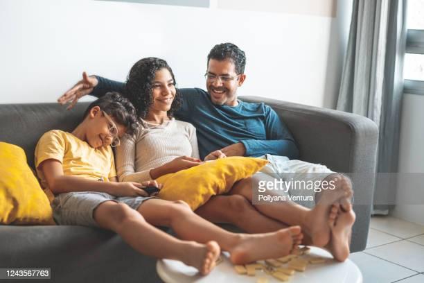 love of father and children - sentar se imagens e fotografias de stock