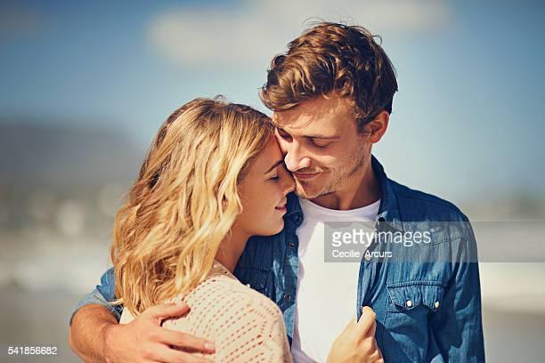 liebe auf dem strand - romantik stock-fotos und bilder